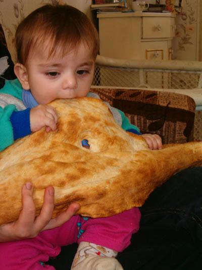 Chleb z masłem dla dziecka w Gruzji